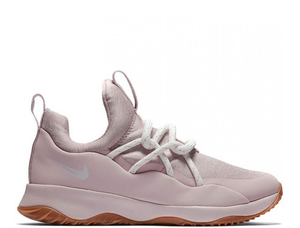 Nike установил в Москве контейнеры ношеных кроссовок